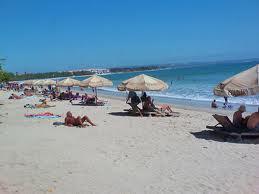 Pantai kuta terletak di sebelah selatan Denpasar